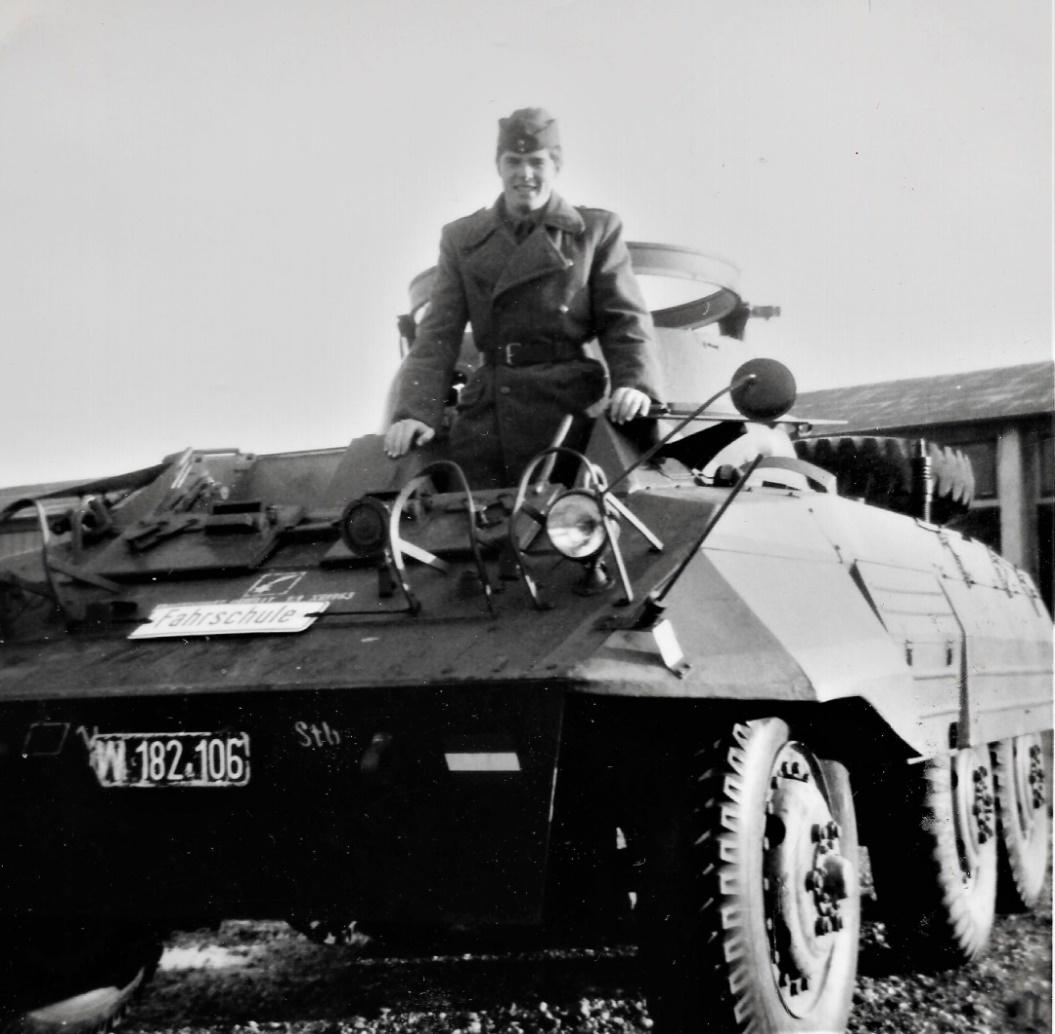 D:\Archiv Nemeth\Fzg-Gerät-Ausrüstung\Fahrzeuge\Mehrspurige Kfz\BH Fahrzeuge\M8\W 182 106 Fahrschule, 1965 2.jpg