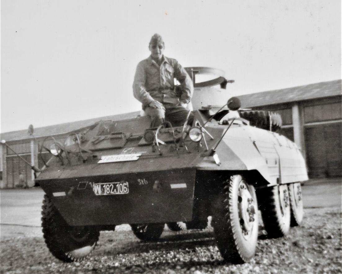 D:\Archiv Nemeth\Fzg-Gerät-Ausrüstung\Fahrzeuge\Mehrspurige Kfz\BH Fahrzeuge\M8\W 182 106 PzB14  Fahrschule, 1965 3.jpg