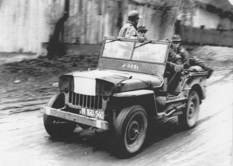 D:\Archiv Nemeth\Fzg-Gerät-Ausrüstung\Fahrzeuge\Mehrspurige Kfz\BH Fahrzeuge\Jeep\früher ohne Blinker.jpeg