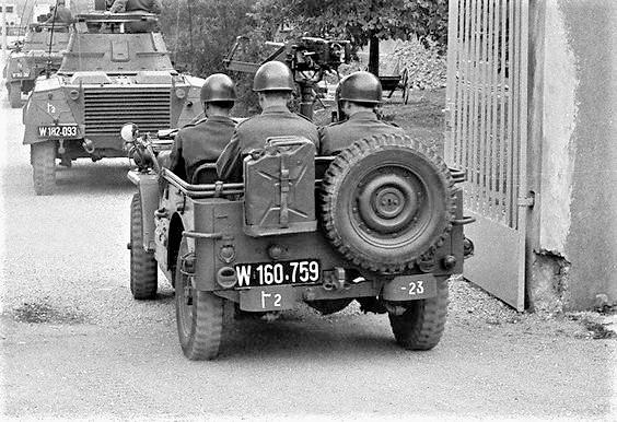 D:\Archiv Nemeth\Fzg-Gerät-Ausrüstung\Fahrzeuge\Mehrspurige Kfz\BH Fahrzeuge\Jeep\W 160 759.jpg