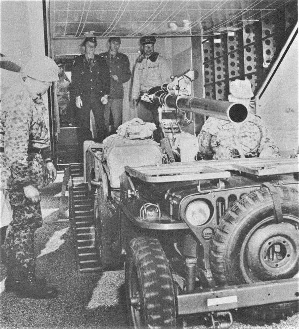 D:\Archiv Nemeth\Fzg-Gerät-Ausrüstung\Fahrzeuge\Mehrspurige Kfz\BH Fahrzeuge\Jeep\rPak\rPak in Skyvan.jpg